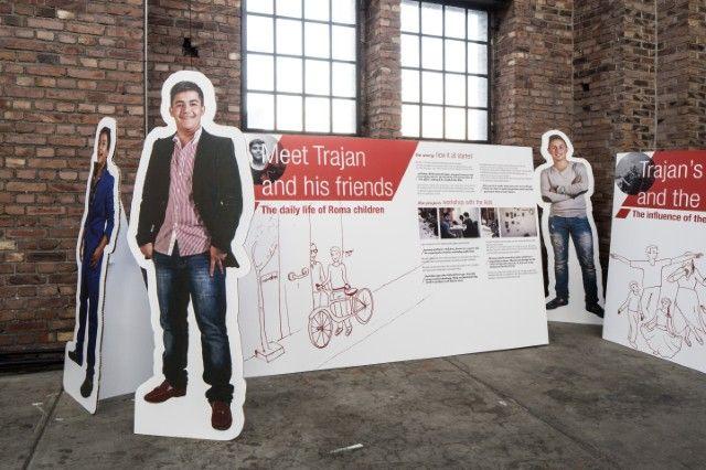 Het Roma project op de tentoonstelling Conflict & Design van Design Vlaanderen. Fotografie: Namahn. Kristel Van Ael & Joannes Vandermeulen, Namahn - Henry van de Velde Lifetime Achievement Award 16