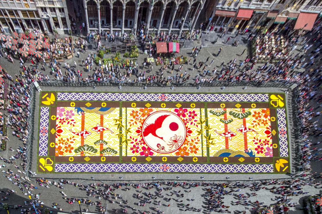 De 20e editie van het Bloementapijt floreert op de Grote Markt van Brussel