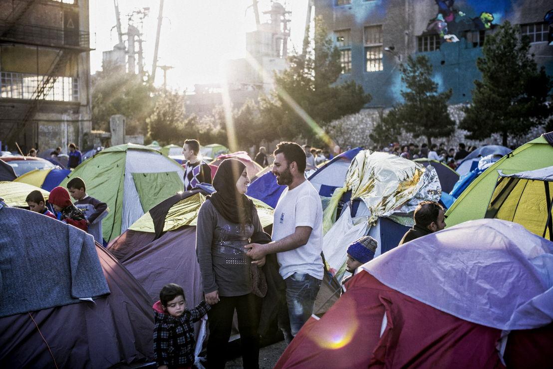 Depuis le début du mois de mars 2016, beaucoup de pays le long de la route des Balkans ont fermé leurs frontières, laissant des milliers de réfugiés pour compte en Grèce. Plus de 5000 d'entre eux ont trouvé refuge dans le port d'Athènes.  ©Guillaume Binet