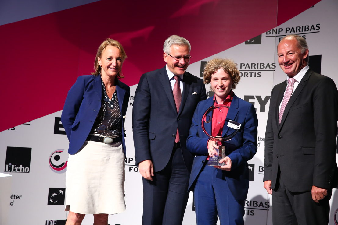 Zorgbedrijf Antwerpen is the 'Public Organization of the Year®' 2016. On the picture from left to right: Michèle Sioen, chairwoman of the jury and VBO president, Kris Peeters, Deputy Prime Minister and Minister of Employment, Economy, Consumers and Foreign<br/>Trade, Johan De Muynck, General Director Zorgbedrijf Antwerpen and Rudi Braes, CEO EY Belgium. ©EA/A2pix_F.Blaise