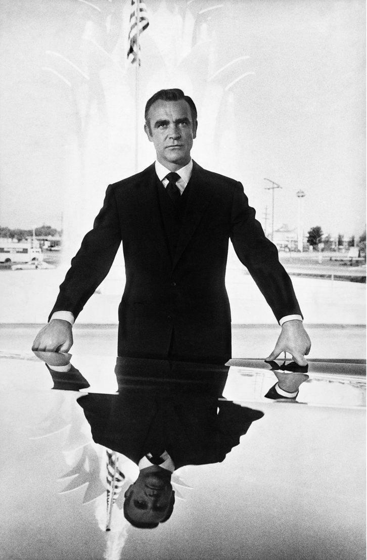 El actor escoces Sean Connery como James Bond en Diamonds Are Forever (Los diamantes son eternos), en Las Vegas en 1971, presente en la portada de la publicación All About Bond de 2012<br/> © Iconic Images / Terry O&#039;Neill