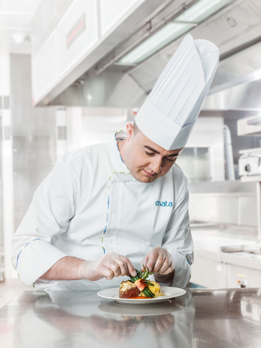 Globally, dnata prepares more than 320,000 meals every day for more than 190 airlines and has been awarded Best Caterer by some of the world's leading airlines.