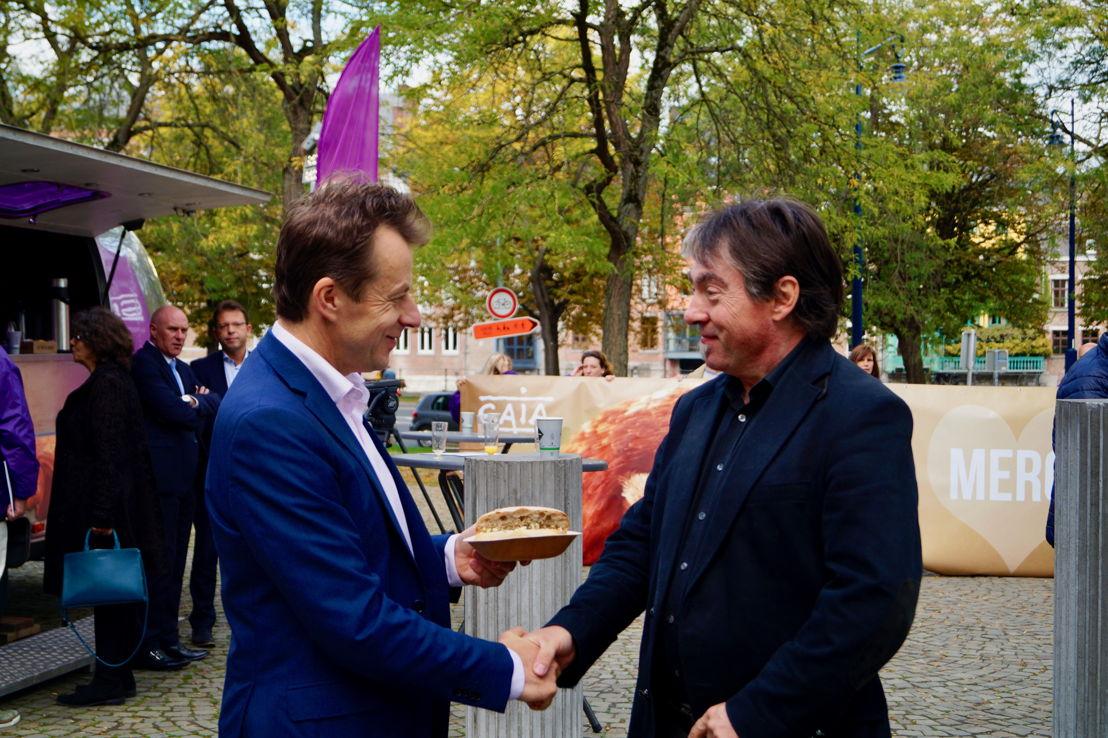 Le ministre wallon du Bien-être animal Carlo Di Antonio (cdH) et Michel Vandenbosch, le président de GAIA. © GAIA