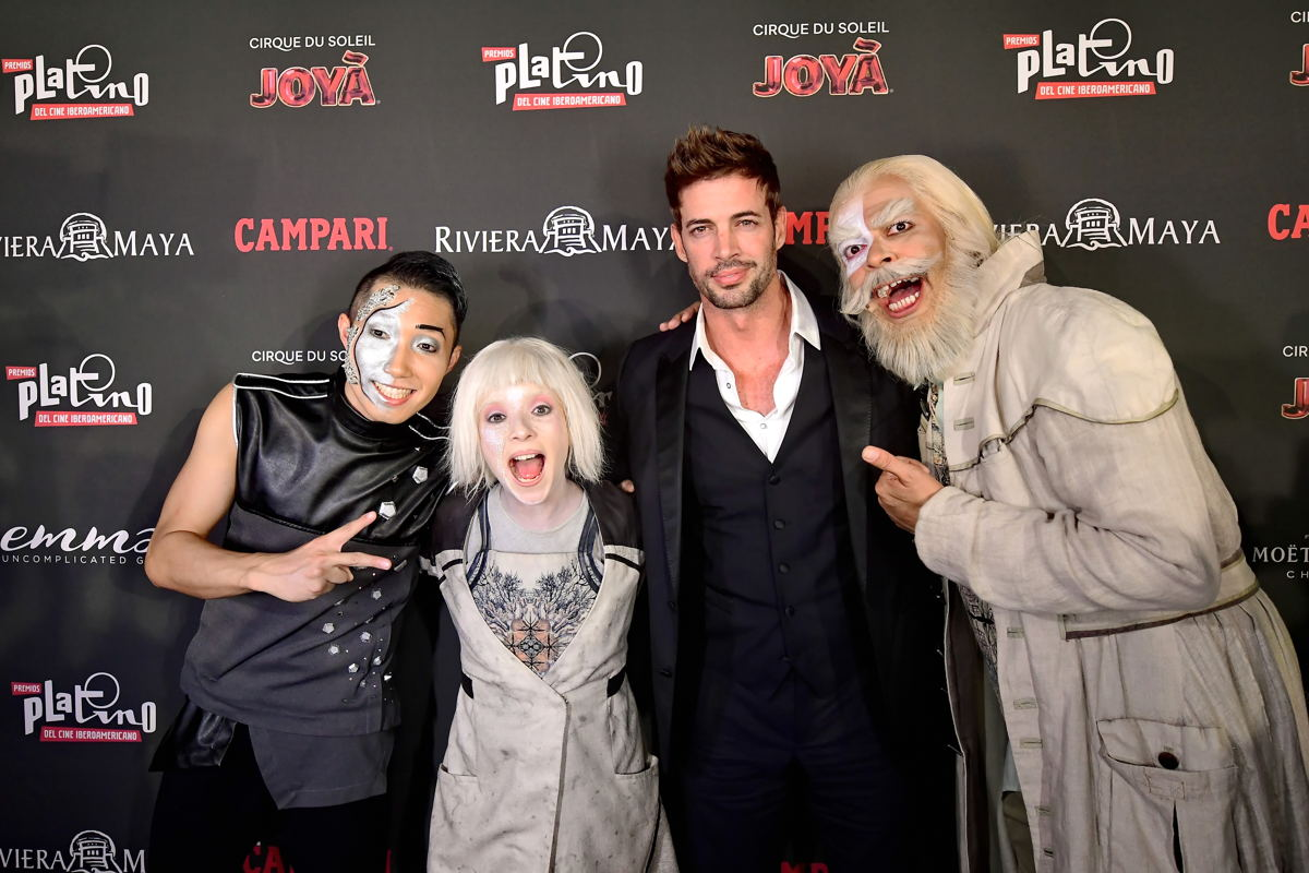 William Levy con el elenco de Cirque du Soleil JOYÀ