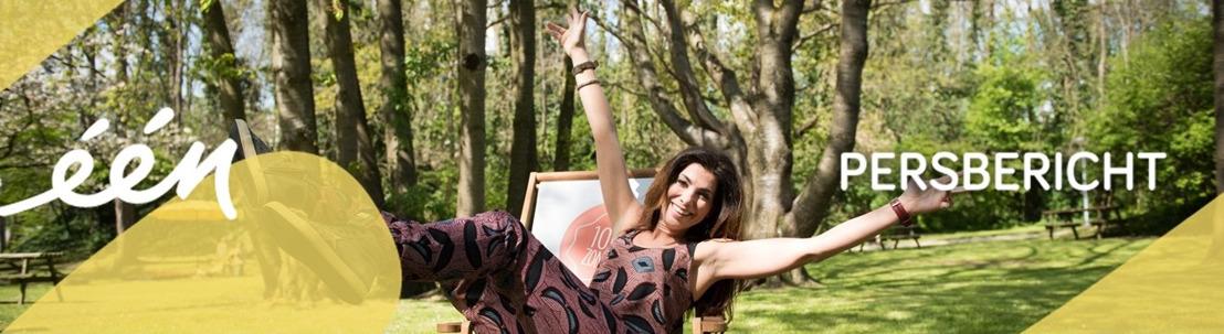 In 1000 zonnen doet Saartje Vandendriessche aan yoga op een surfplank