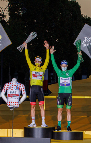 Tadej Pogacar wins the 107th Tour de France and receives crystal glass trophy from ŠKODA Design