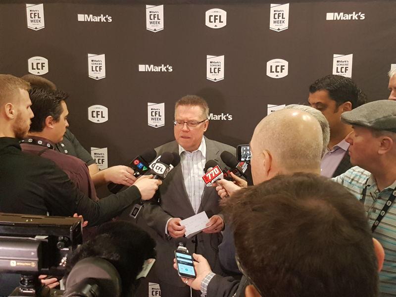Le vice-président principal, football, de la LCF, Glen Johnson, a rencontré les médias. Crédit : LCF