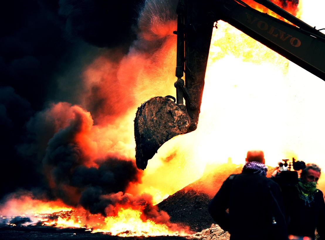 IS in het vizier - Afl 3 : Brandende oliebronnen - (c) VRT