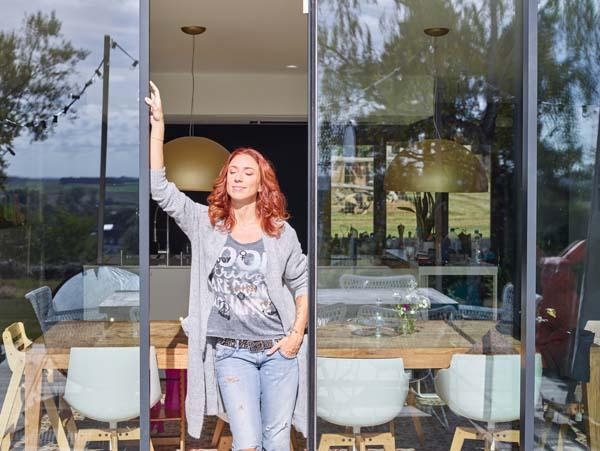 Natalia in Het huis (c) VRT / Polle Van Rooy