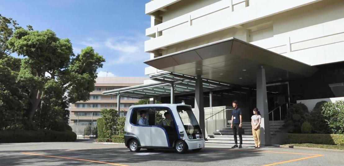 Vehículos autónomos transportan al personal de Panasonic dentro de sus instalaciones en Kadoma, Japón