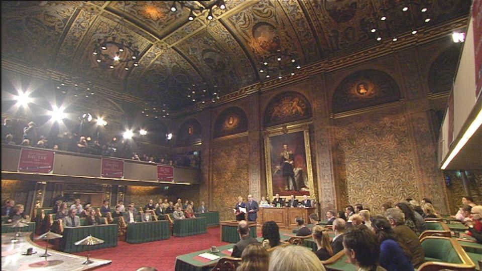Het Groot Dictee in de vergaderzaal van de Eerste Kamer der Staten-Generaal in Den Haag - (c) VRT