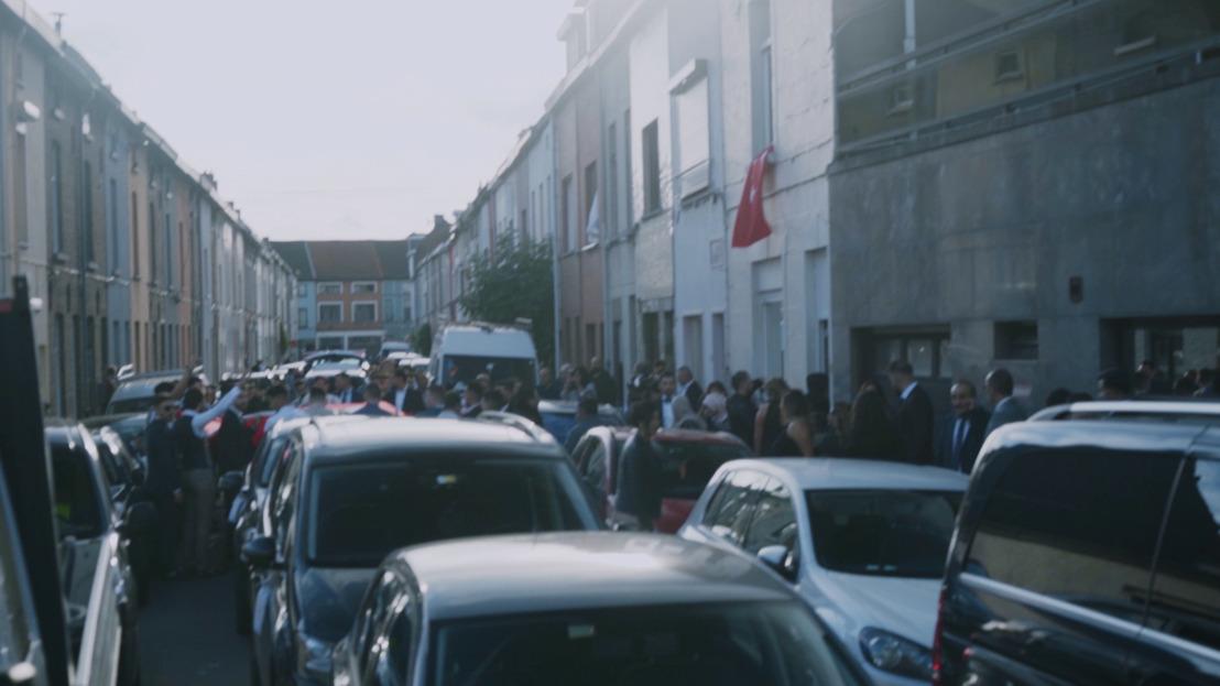 Trouwstoet van 40 wagens zet Gent op stelten