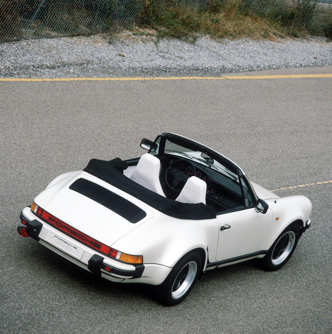 1981: presentación del estudio del 911 Turbo Cabriolet con tracción total.