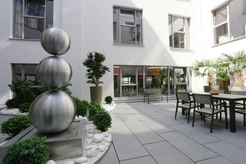 Bewoners kunnen verpozen op de patio