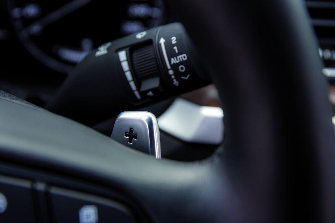 Genesis Sedan (2015) interior