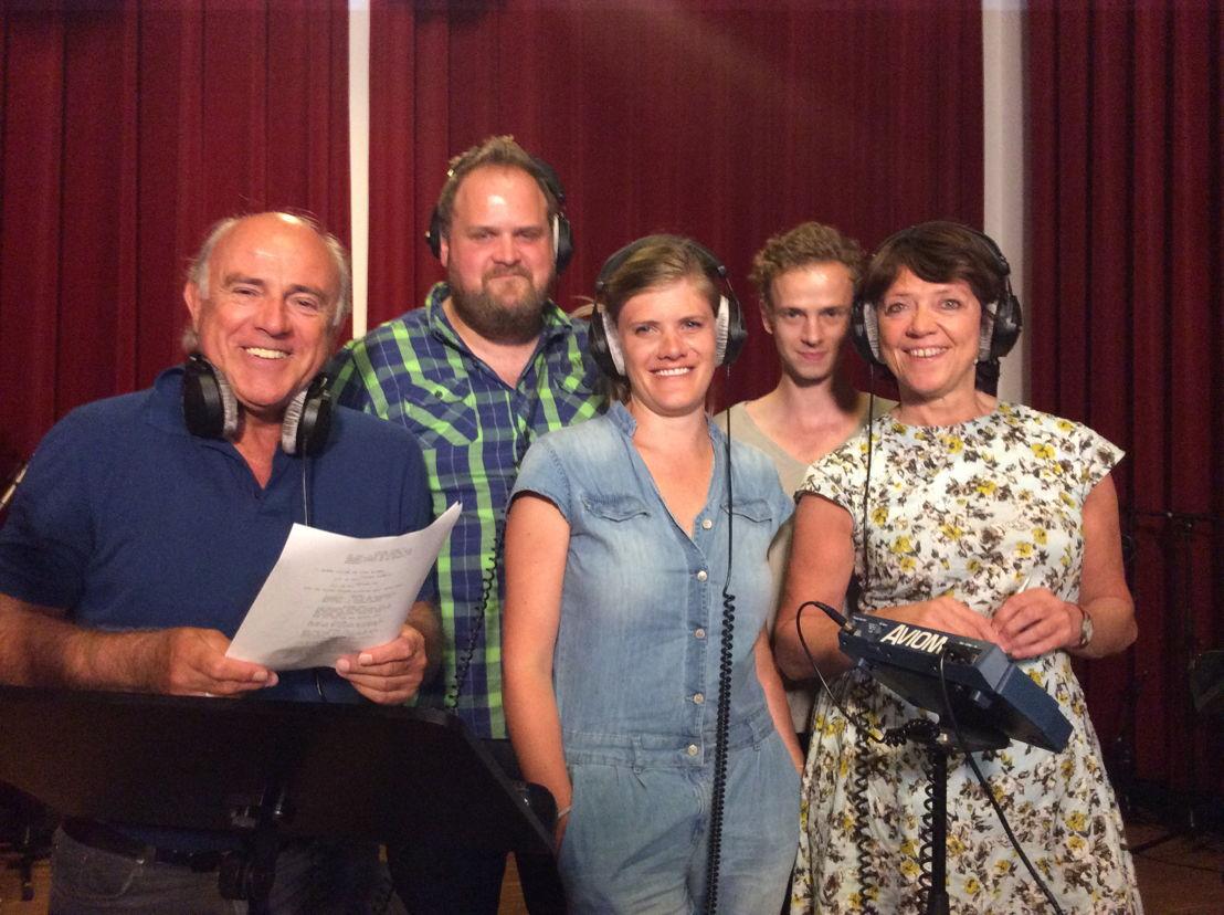 """De cast van """"Café Cuba"""" in de opnamestudio"""