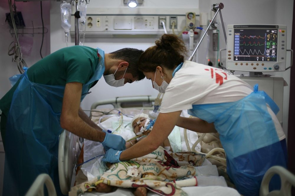 MSF staff care for a baby in the newly-renovated intensive care unit of Sulaymaniyah emergency hospital, which is the only trauma facility for more than 2.5 million people in the region, including many people displaced from neighbouring conflict zones. Photographer: Sonia Balleron