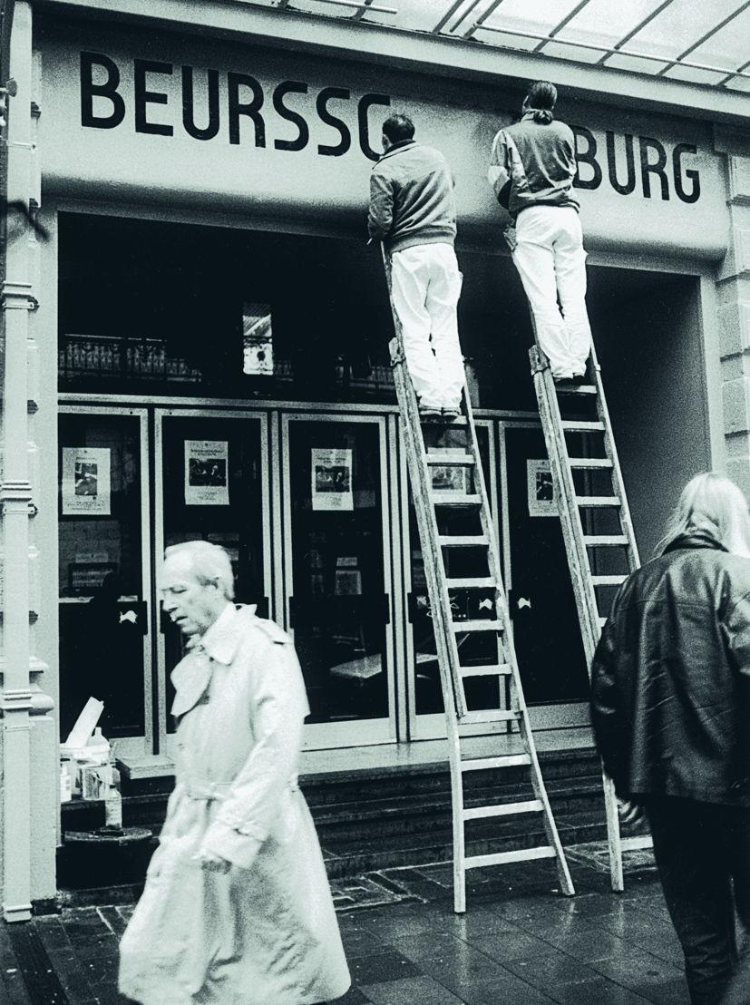 Restauratie van de belettering uit de jaren 1960. Vroege jaren 1990. Foto Ivan Put