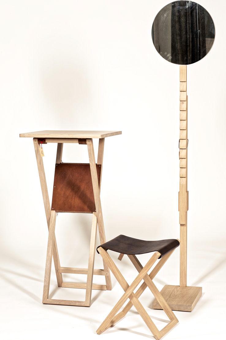 Spiegel 'Helena', Klapstoel 'Klaas' en Standing desk 'Hobo', ontwerp: Goele Maes. Photo: Luc Daelemans.