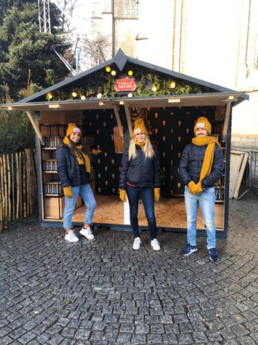 Leuvenaar krijgt Stella Artois bierglazen onder de stadskerstboom