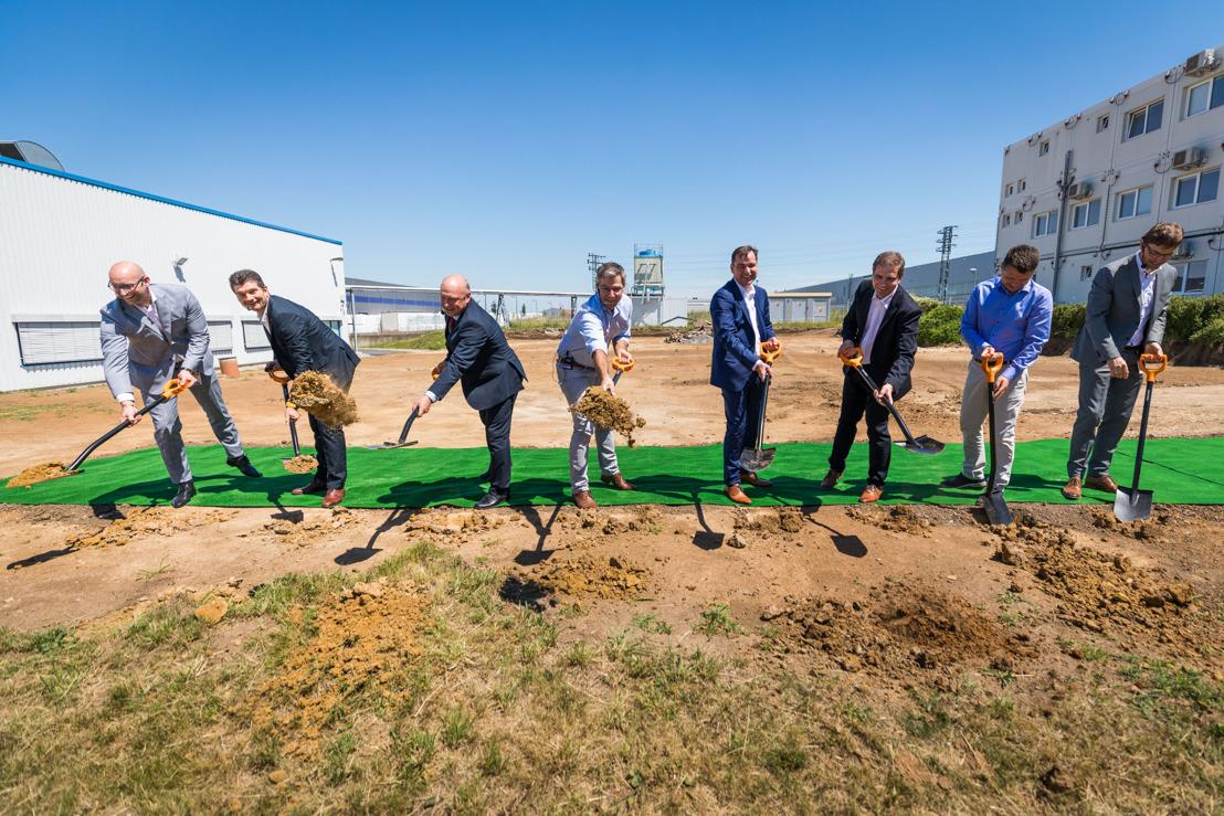 Continental v Brandýse začal stavět novou výrobní halu pro kvalitnější displeje