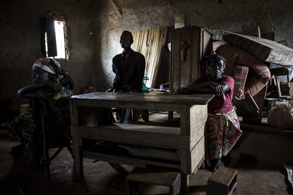 Internally displaced Congolese sit inside a church which is used as a shelter in Telega. ©John Wessels/MSF