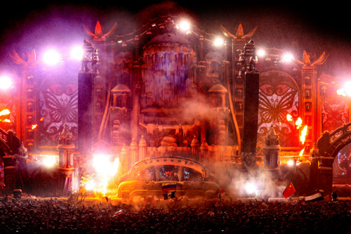 DJ Afrojack speelt een unieke set op 2.000m hoogte ter aankondiging van volledige line-up van Tomorrowland Winter