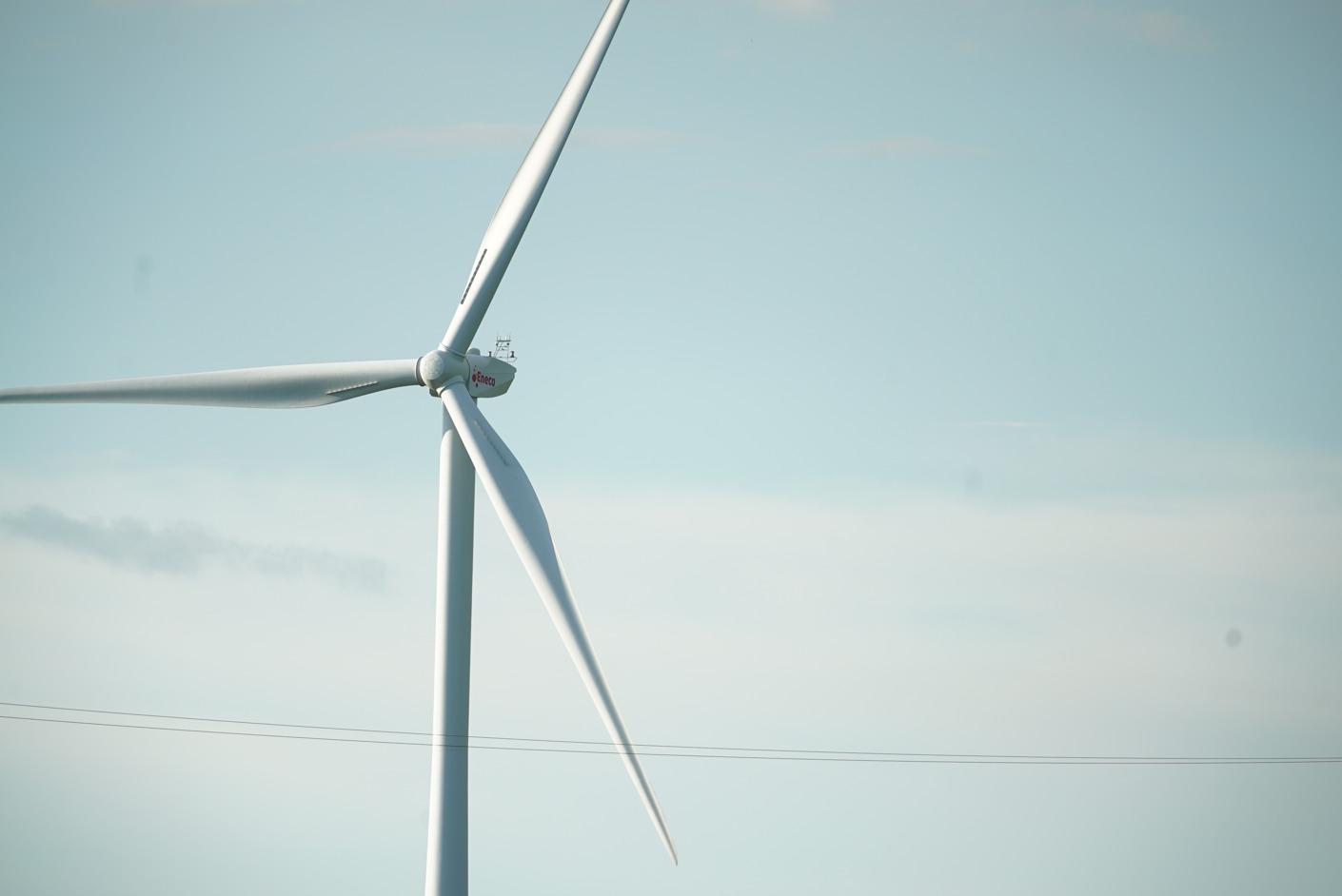 Eneco en de Belgische luchtmacht ontwikkelen systeem om knipperende waarschuwingslichten op windturbines automatisch te doven