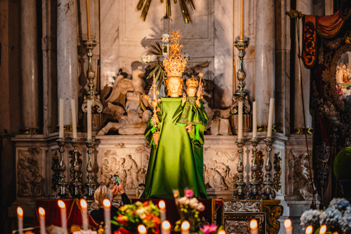 Our Lady of Fashion: Edouard Vermeulen (Natan) dresses the statue of Madonna in the Cathedral for 'Fashion 2.021'