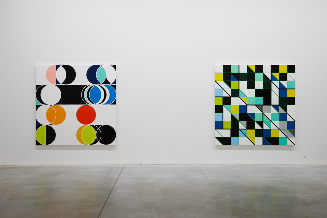 From left to right: Sarah Morris. Total Lunar [Rio] (2014), Cosan [Rio] (2013)<br/>(c) Dirk Pauwels