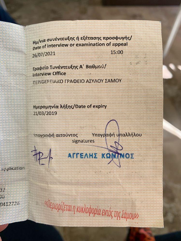El proceso de asilo es tan prolongado que algunos recién llegados no tendrán su entrevista final de asilo hasta 2021. Tarjeta de identificación de un joven afgano que llegó a Grecia a fines de 2018. © Caitlin Ryan/MSF