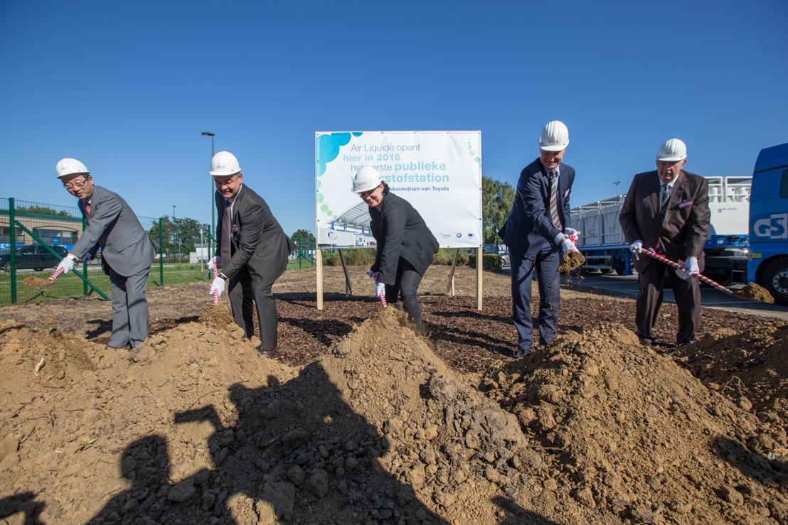 Pose de la première pierre de la première station publique à hydrogène en Belgique sur un site Toyota mis à la disposition d' Air Liquide.