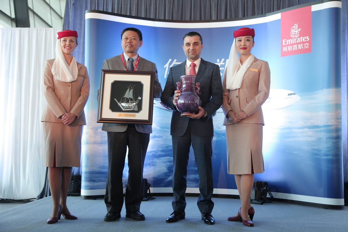 Badr Abbas, Senior Vice President Commercial Operations Far East and Vice General Manager, Liu Jiamin, Henan Airport Group - exchanging gifts at the arrival ceremony in Zhengzhou