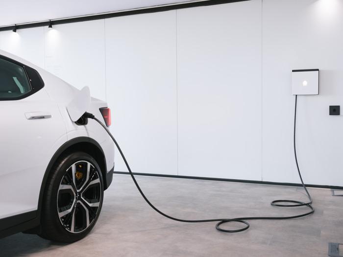 Belgische cleantechspeler Smappee en Polestar werken samen om elektrische mobiliteit toegankelijk te maken