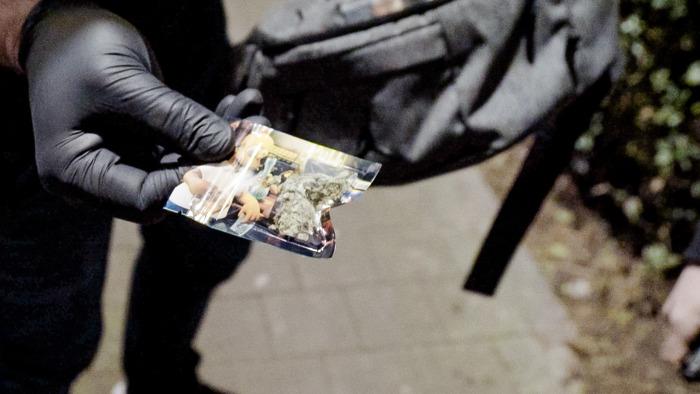 """Slachtoffer aanslagen 22 maart getuigt in Flikken BXL: """"Ik slik nog altijd meer dan 15 pillen per dag"""""""