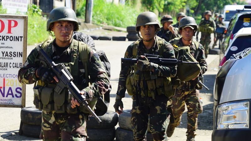 Philippines military at checkpoint in Marawi