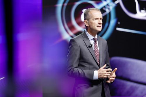 """CEO Herbert Diess op de algemene vergadering: """"Met NEW AUTO gaan we Volkswagen opnieuw uitvinden"""""""