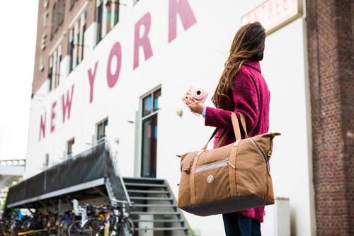 Kipling y Prada abren sus tiendas en línea en Mercado Libre con descuentos en pleno Hot Sale