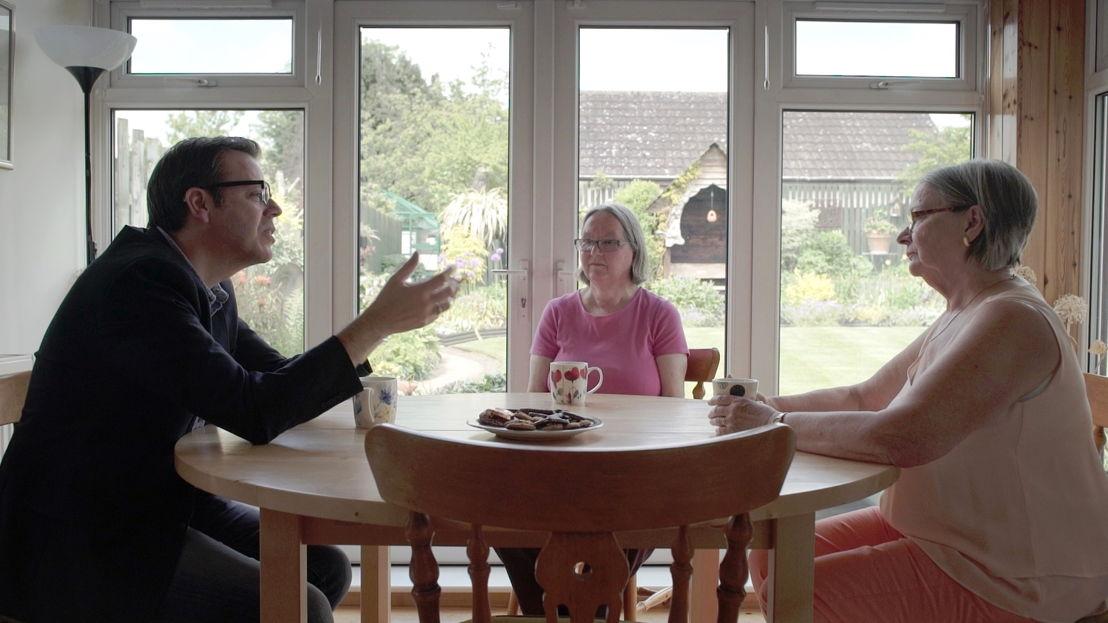 Hans Van Dyck, Janet en Gerry Tinbergen, dochters van - (c) VRT