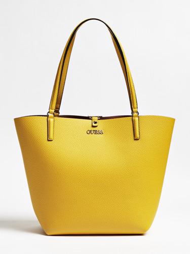 Guess Handbags FW19: Packshots
