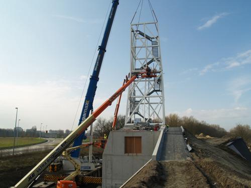 Toren van ruim 50 meter verrijst boven warmtecentrale Nieuw Zuid