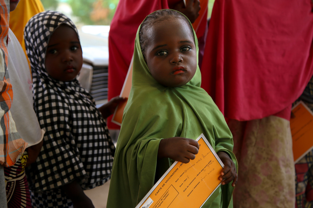 A small girl holds her MSF vaccination card in Damaturu town, in the north-eastern Nigerian state of Yobe. Photographer: Igor Barbero/MSF