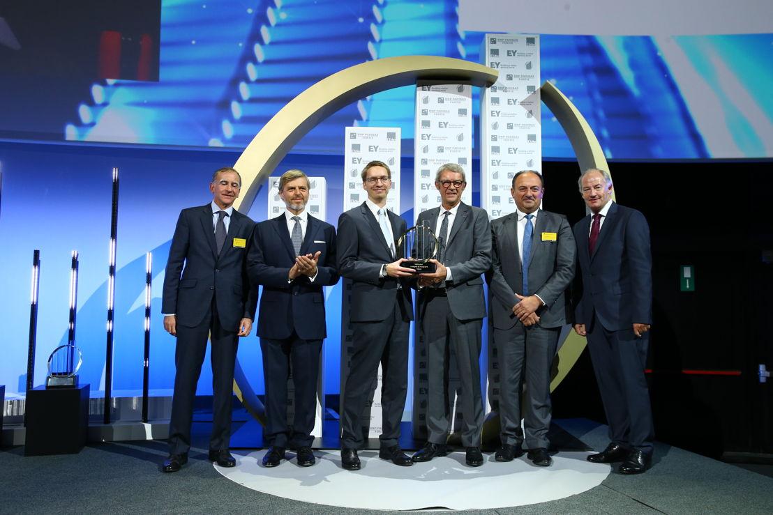 Jean-Claude et Giles Daoust, Administrateurs-délégués de Daoust, reçoivent l'award 'L'Entreprise de l'Année®' 2016 de Ministre Willy Borsus (c)Frederic Blaise