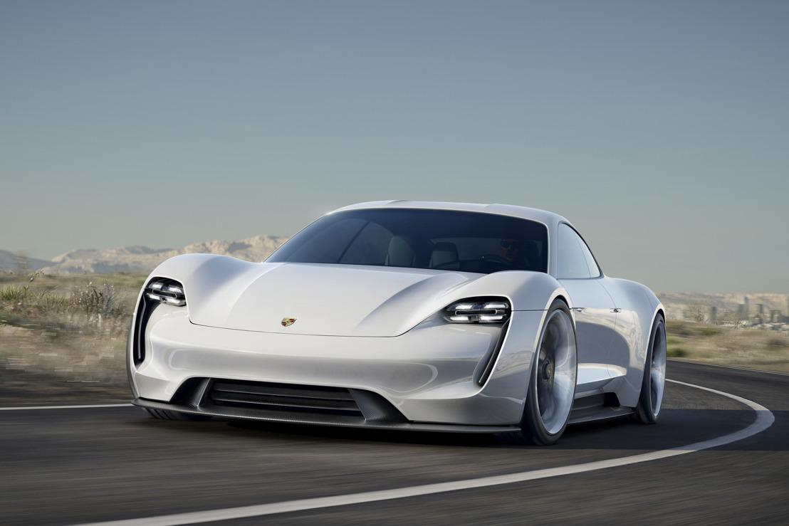 Porsche Mission E : 600 ch, 500 kilomètres d'autonomie, 15 minutes pour recharger la batterie