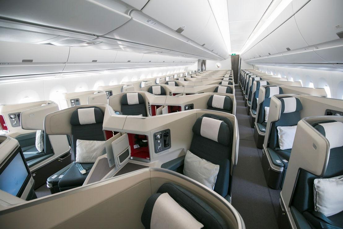 キャセイパシフィックのエアバスA350-1000型機の機内(ビジネスクラス客室)