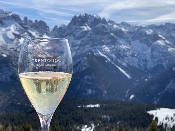 Trentodoc sulle Dolomiti: al via l'edizione invernale a Madonna di Campiglio e Val di Fassa
