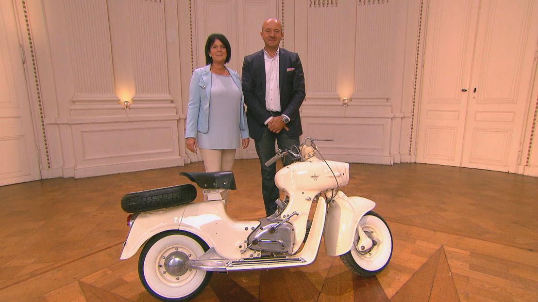 Sonja en Winny met Italiaanse scooter