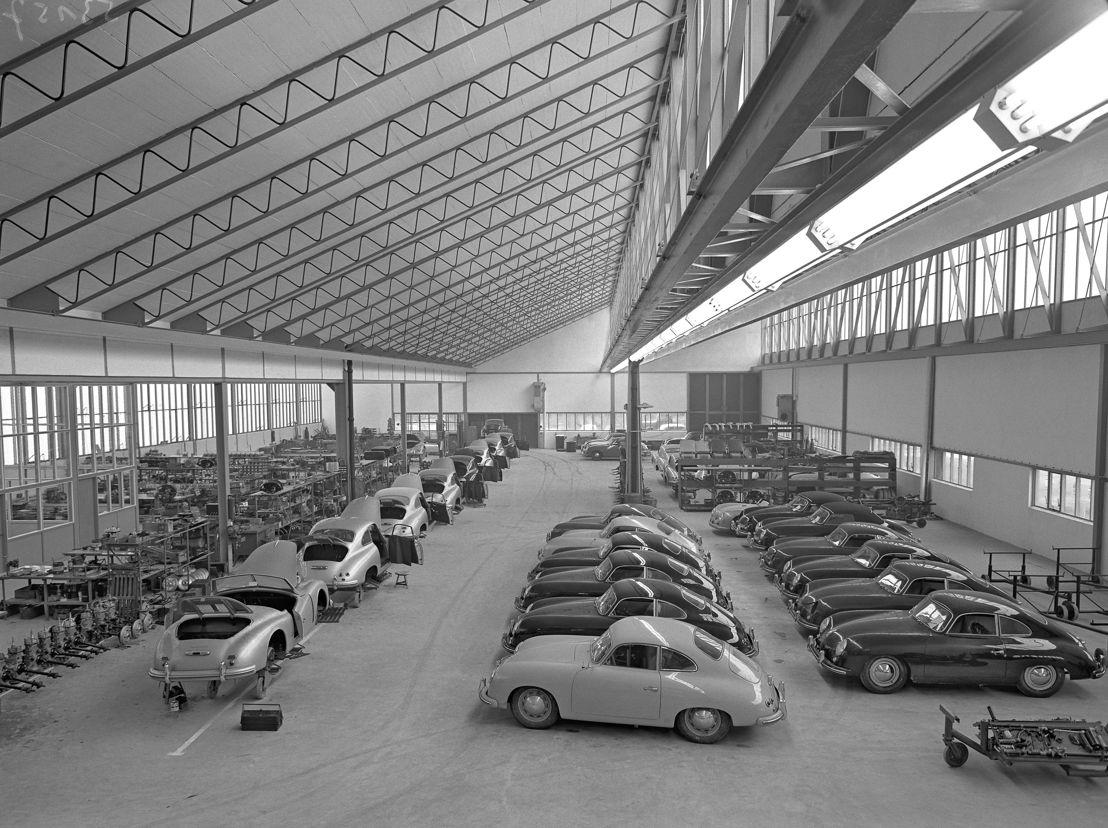 1952. En noviembre la producción automotriz comienza en el nuevo taller principal de la Planta 2, ubicado cerca de las instalaciones de Reutter