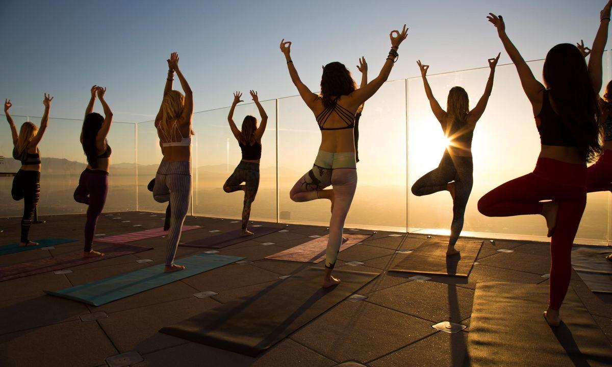 Rooftop-yoga met ontbijt
