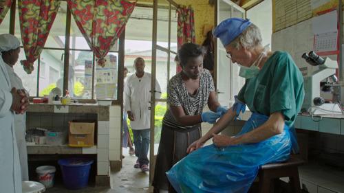Topdokter dr. Moreels mogelijk besmet met dodelijk ebolavirus?
